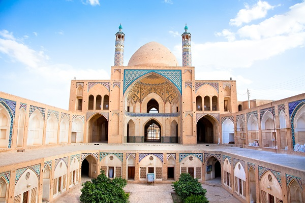 Cool weather in the mosque and school of Agha Bozorg in Kashan